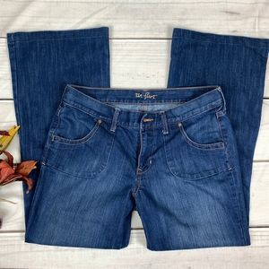 OLD NAVY The Flirt Mid-Rise Flared Jeans - 8 Short